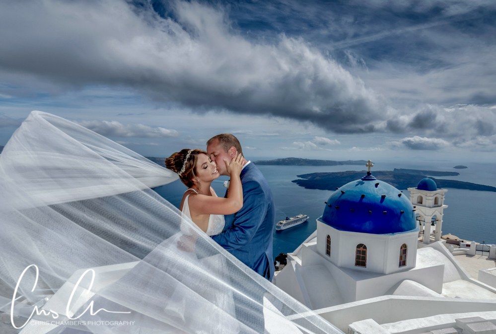 Santorini wedding photography. Travelling wedding photographer.